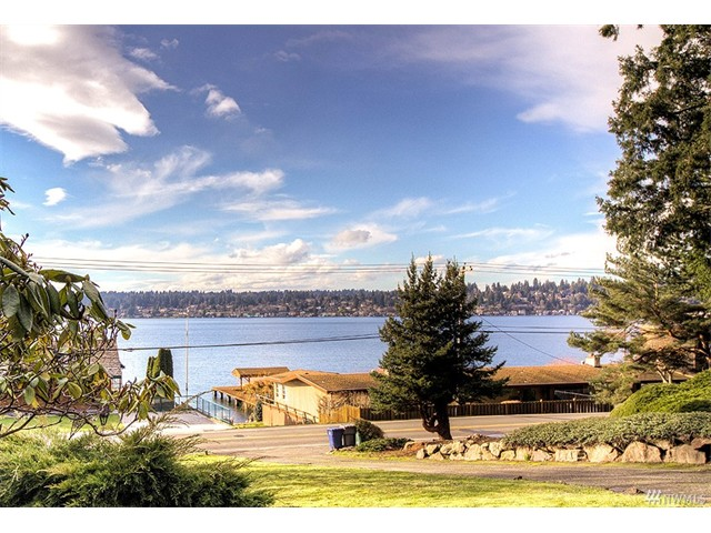 Whether buying or selling a home in Holmes Point, call the Kirkland Home Team at 206-445-8034